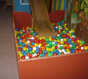 Kinderspielzimmer uralt und nicht besonders sauber. Aktivhotel & Gasthof Schmelz
