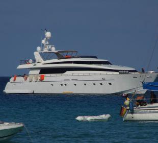 Yacht in der Bucht Hotel & Spa S'Entrador Playa