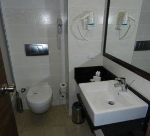 Mała, ale ustawna łazienka Orient Hotels Roxy Resort