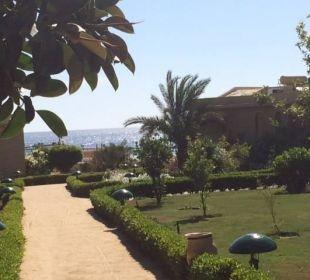 Mit Blick und Fußweg zum Strand Three Corners Fayrouz Plaza Beach Resort