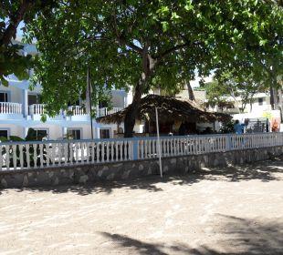 Die Poolbar vom Strand  gesehen Hotel Tropical Clubs Cabarete