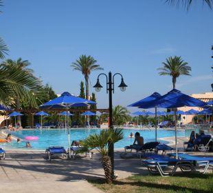 Einer von zwei Pools Hotel Horizon Beach Resort