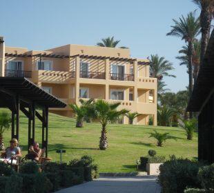 Blick vom Strand zur Hotelanlage Hotel Horizon Beach Resort