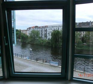 Blick auf die Spree Ameron Hotel Abion Spreebogen Waterside Berlin