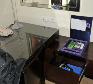 Schreibtisch und Föhn-Versteck Vida Hotel Downtown Dubai