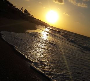 Hotelstrand mit Sonnenuntergang AKS Annabelle Beach Resort