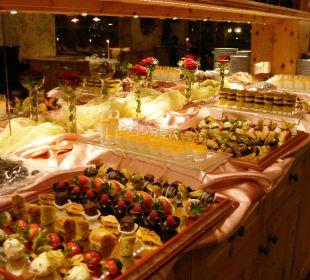 Large dessert buffet Kronplatz-Resort Berghotel Zirm
