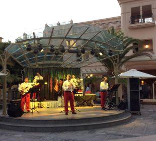 Jeden Abend Musik auf der Plaza Lopesan Villa del Conde Resort & Spa
