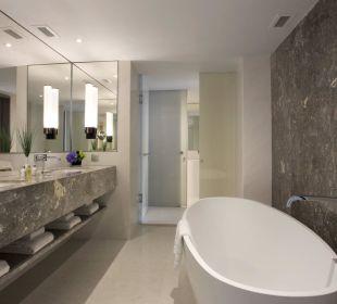 Deluxe Suite Bathroom Carlton Hotel Singapore