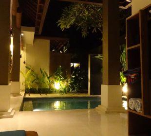 Unser Pool bei Nacht The Ahimsa Beach