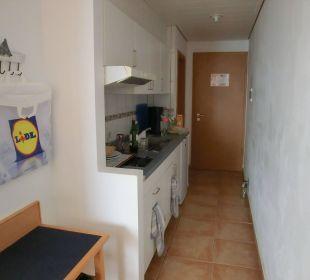Kl. Küche und hi. Eingang ins App. Suitehotel Monte Marina Playa