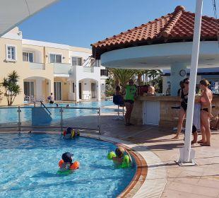 Kinderpool mit Sonnensegel mit Poolbar 3 FAMILY LIFE Marmari Beach by Atlantica