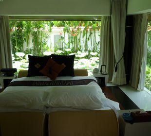 Schlafzimmer mit Lotusblüten herum Hotel Banyan Tree Phuket