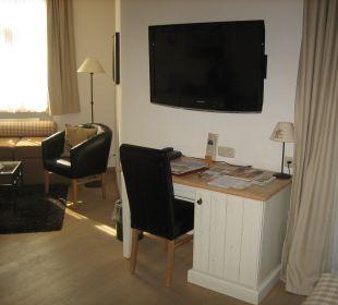Schreibtisch und TV Hotel Staudacherhof