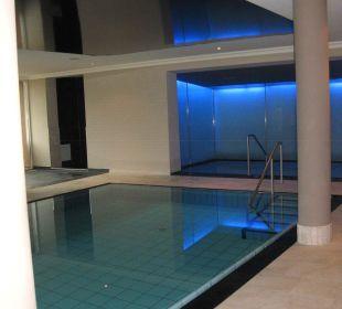 Innenpool mit Whirlpool Hotel La Maiena Life Resort