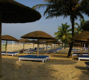 Strandliegen Hotel Holiday Inn Resort Goa