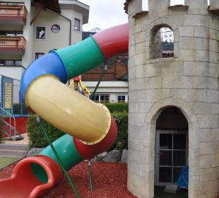 Rutsche am Sandkasten Leading Family Hotel & Resort Alpenrose