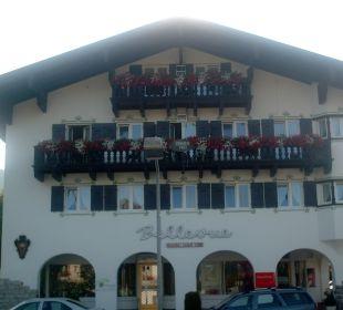 Totalansicht des Hotels gesehen von der Seeseite Hotel Bellevue