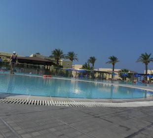 Pool bei Rezeption Hotel Horizon Beach Resort