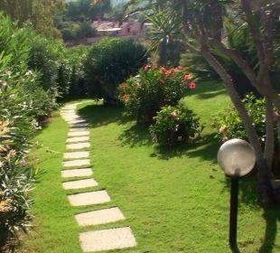 Der Weg durch die Anlage  Hotel Residence Fenicia