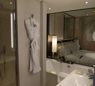 Badezimmer mit Blick aufs Schlafzimmer Le Royal Méridien Beach Resort & Spa Dubai