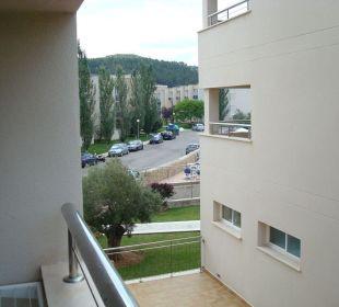 Aussicht Terrasse zur Haupthotelanlage Aparthotel Duva & Spa
