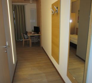 Gang zum Bett und Tisch Hotel Schatz.Kammer Burg Kreuzen