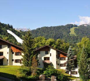 Hotelanlage Blick auf Skisprungschanze Dorint Sporthotel Garmisch-Partenkirchen