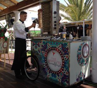 Dönerstand beim Frühstück Ushuaia Ibiza Beach Hotel - The Tower / The Club