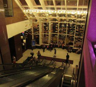Rolltreppe zur Lobby Crowne Plaza Hotel Times Square Manhattan