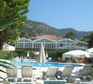 Mit Aussicht auf das Hauptgebäude/Restaurant Blue Lagoon Hotel Oludeniz