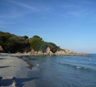 Immer noch menschenleerer Strand Hotel Residence Fenicia