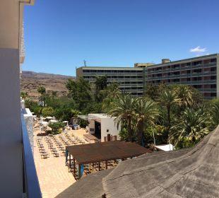 Balkonblick zum Pool SENTIDO Gran Canaria Princess