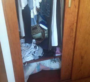 Ruß auch im Kleiderschrank JS Hotel Miramar