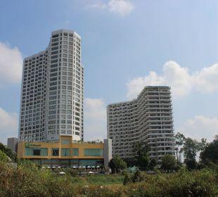 Im linken Turm waren wir Hotel Holiday Inn Chiangmai