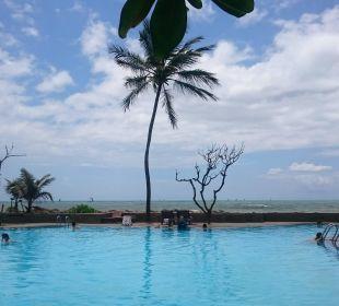 Entspannen am Pool, Hotel Ranweli Holiday Village