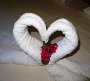 Saubere Handtücher nicht einfach aufs Bett gelegt. Hotel Horizon Beach Resort