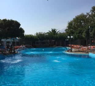 Pool neben Restaurant Hotel Corissia Beach