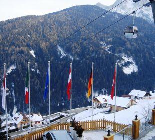 Van op het terras Kronplatz-Resort Berghotel Zirm