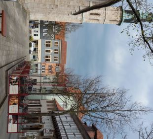 Links Kornmarktkirche, rechts Brauhaus zum Löwen Hotel Brauhaus zum Löwen