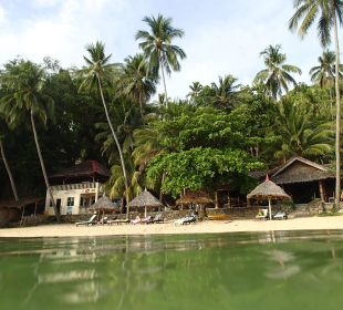 Rechts das Restaurant, links das Dive-Center Hotel Sipalay Easy Diving and Beach Resort