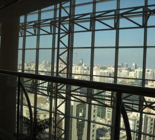 Ausblick seitlich von Fahrstühlen Hotel Grand Millennium Al Wahda Abu Dhabi