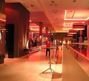 Lobby und Barbereich Leonardo Royal Hotel Munich