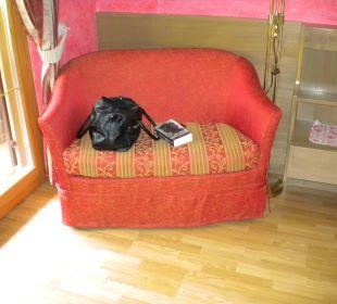 Eine kleine Couch Gasthof zum Hirschen