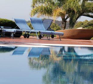 Pool mit Liegen Hotel Residence Fenicia
