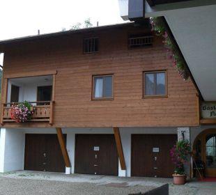 Innenhof und Eingang des Gästehauses Gästehaus Flora
