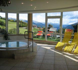 Indoor Whirlpool mit toller Aussicht Hotel Lärchenhof