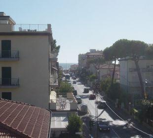 Vom Balkon im 3. Stock zum Meer Hotel Fortunella
