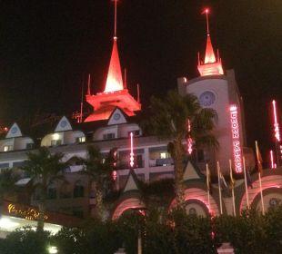 Abendansicht Hotel Side Crown Palace