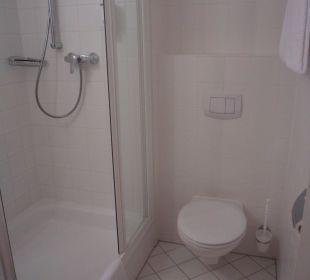 Dusche und Toilette Senator Hotel